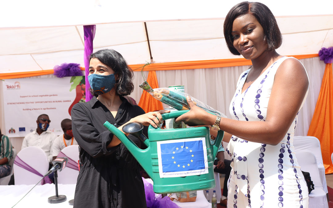 Tekki Fii handes over 3.5 million dalasis worth of gardening materials to the Ministry of Basic and Secondary Education